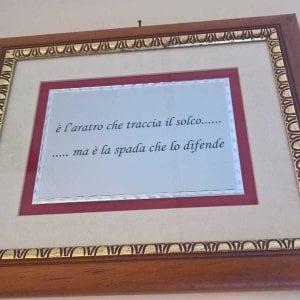 Genova, motto fascista appeso in ufficio da un dirigente del Fisco: subito rimosso