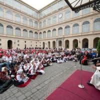 I bambini di Genova dal Papa con i disegni del ponte Morandi