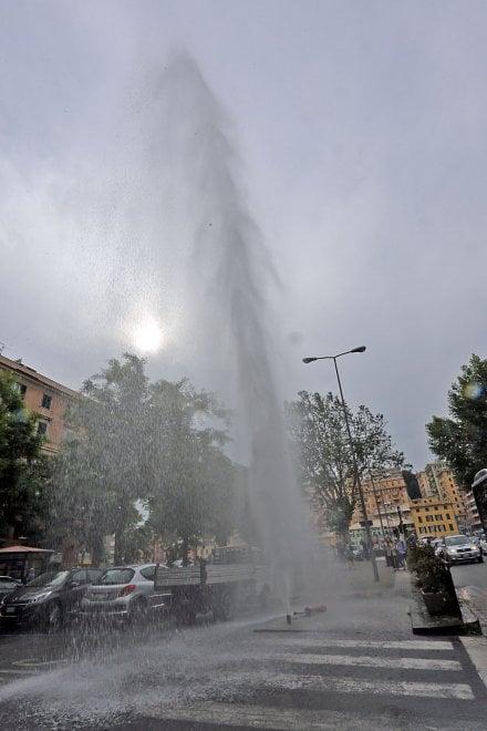 Getto d'acqua, allagata piazza Manzoni a San Fruttuoso