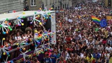 """Bucci al Pride: """"Sono qui perchè sono  il sindaco di tutti""""    Video1     Video 2     Foto"""