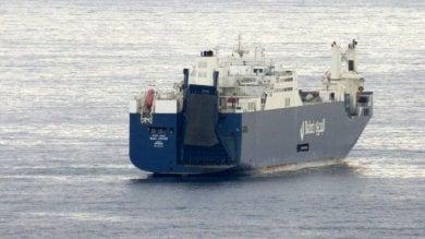 Genova, i portuali contro la rotta delle armi
