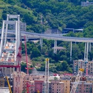 Impresa vicina alla camorra estromessa dai lavori del ponte Morandi, scattano gli arresti