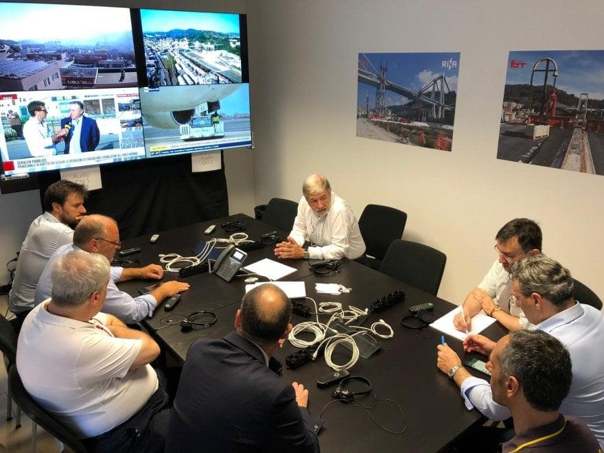 Demolizione del ponte Morandi: Il sindaco nella sala controllo per gli ultimi preparativi