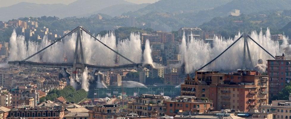 Genova ore 9.37: esplose le pile 10 e 11, il ponte Morandi non esiste più