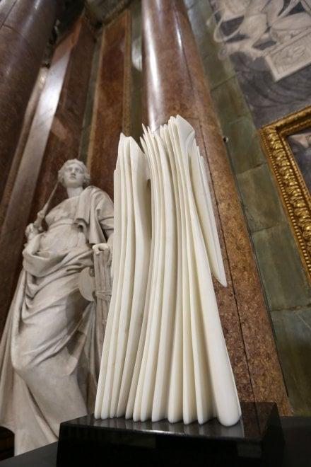 Scultura, la luce plastica di Atchugarry nel Salone del Maggior Conisglio a Palazzo Ducale