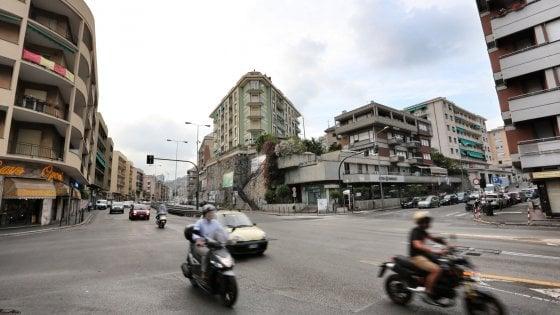 Genova, al via il semaforo intelligente, vede e multa chi passa con il rosso: 130 verbali il primo giorno