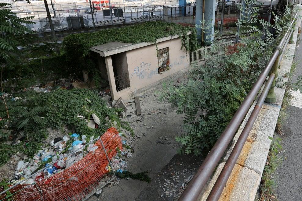La spazzatura a Dinegro, dove arrivano i traghetti