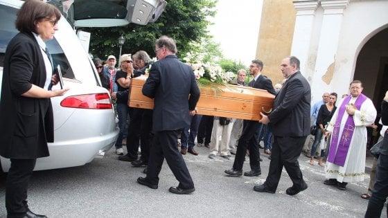 """I funerali di Deborah Ballesio, il critico Raspelli: """"E' un femminicidio che si sarebbe dovuto e potuto evitare"""""""