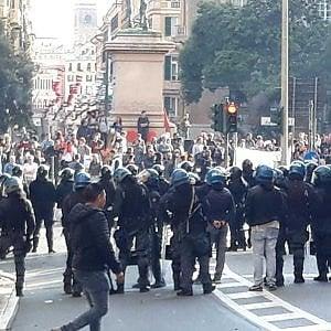 Scontri Genova: arrestato risarcisce poliziotti