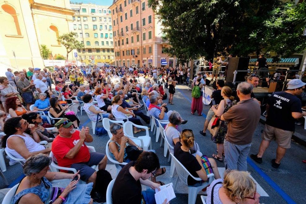 G8, in 200 ricordano la morte di Carlo Giuliani in piazza Alimonda