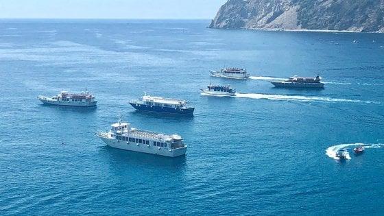 Cinque Terre, troppe licenze ai taxi del mare: è natante selvaggio
