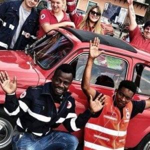 """Nato in Ghana, volontario della Croce Rossa in Italia: """"Sporchi la divisa che indossi"""""""