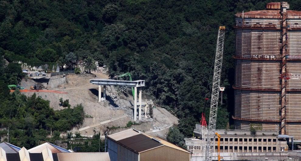Ponte Morandi, la demolizione dell'ultima pila