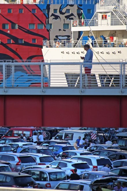 Genova, assalto ai traghetti per Sardegna e Corsica