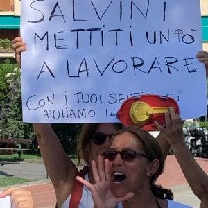 """Salvini contestato nella sua Recco: """"Trovati un lavoro"""""""