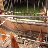 Ventimiglia, i migranti bevono e  si lavano: il sindaco fa smurare la fontanella