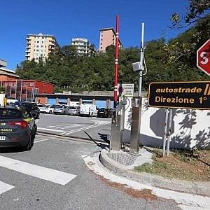 Ponte Morandi e i falsi report, Autostrade sospende i due dirigenti arrestati, indagato anche un avvocato di Milano