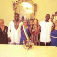 Spezia, matrimonio tra il migrante e la volontaria della Croce Rossa