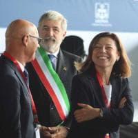 Genova, la ministra De Micheli al Salone Nautico, blitz ambientalista