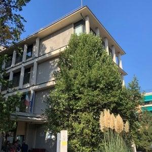 Cade finestra in classe, feriti lievemente quattro studenti
