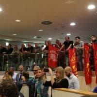 Ilva, i cassintegrati ad oltranza in consiglio regionale, i lavori si fermano