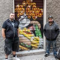 Valpolcevera, sulle saracinesche dilagano i graffiti tra arte e commercio