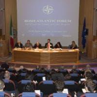 Giallo sulla cancellazione di un evento Nato a Genova