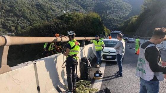 Falsi report, blitz della finanza sull'A12, ispezionato il cuore del viadotto