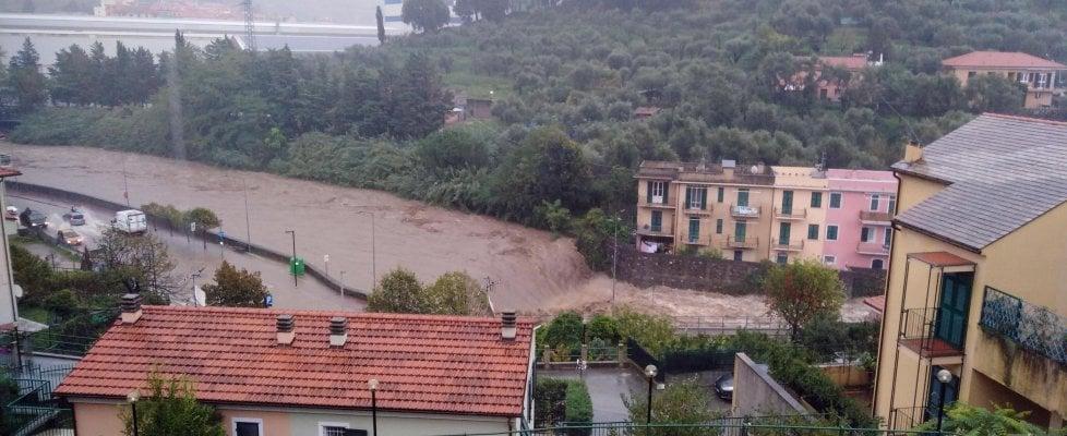 Maltempo in Liguria, tromba d'aria a Lavagna, frane e allagamenti