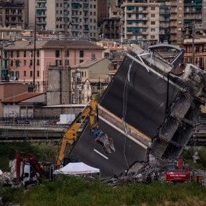 """Ponte Morandi """"a rischio crollo"""", la replica di Au"""