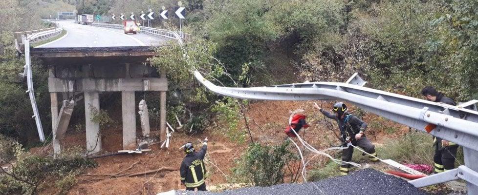Savona,crolla un viadotto  dell'autostrada A6 per Torino. Si teme anche un cedimento del ponte gemello