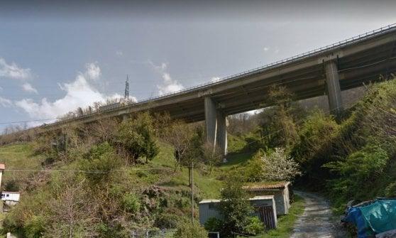 """Inchiesta sui viadotti: chiusa l'A26 a Genova: """"Ponti a rischio rovina"""". Toti: """"Come in guerra, intervenga Genio Militare"""""""