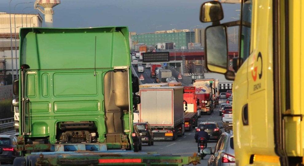 Chiusura A26, traffico paralizzato a Genova