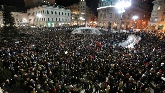 Genova, 8.000 sardine in piazza per dire no all'odio