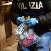 Genova, bimba di tre anni sola in casa cade dal balcone e muore