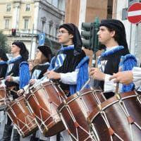 Genova, il corteo storico inaugura il mercatino di San Nicola