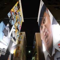 L'albero a De Ferrari e i murales illuminati a Certosa, è il Natale a Genova
