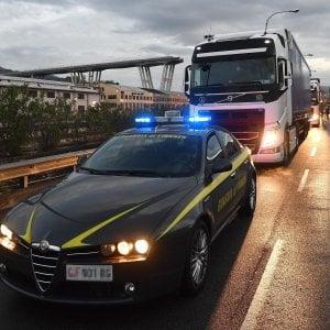 Ponte Morandi, perquisizioni nelle sedi di Autostrade, Spea e Pavimental. Cinque indagati
