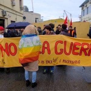 Genova, presidio dei portuali contro la guerra