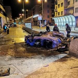 Genova, incidente nella notte, auto prende fuoco, due morti