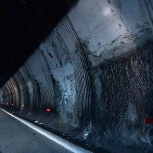 Quelle ispezioni delle gallerie al buio e di corsa