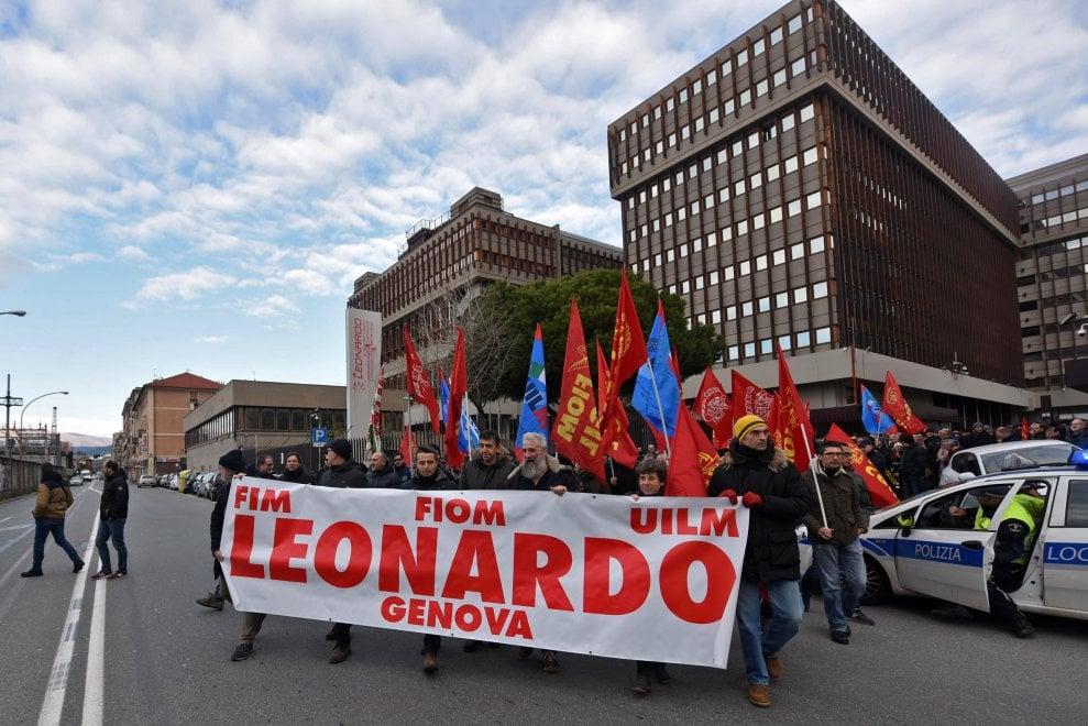 Genova, in sciopero i lavoratori di Leonardo