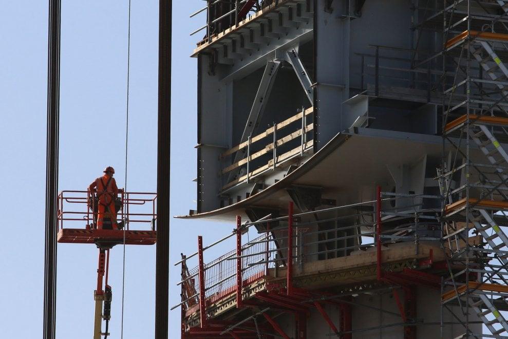 Le Monde racconta il cantiere del nuovo ponte di Genova