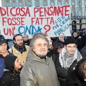 Acqua pubblica, il movimento restituisce la stella a Beppe Grillo