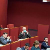 Consiglio comunale di Genova, bagarre in aula sul coronavirus