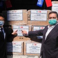 Coronavirus, la consegna delle mascherine donate dai cinesi di Cosco alla Liguria