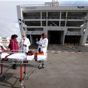 Coronavirus: i primi pazienti sulla nave-ospedale a Genova