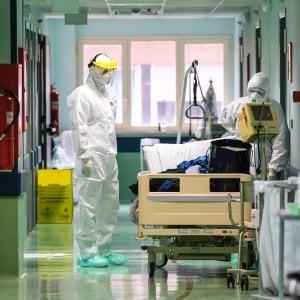 Coronavirus, tamponi su personale San Martino: solo 17 positivi su 317