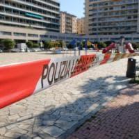 Nastri rossi e bianchi, strade deserte, code davanti ai supermercati, istantanee di Genova ai tempi del coronavirus