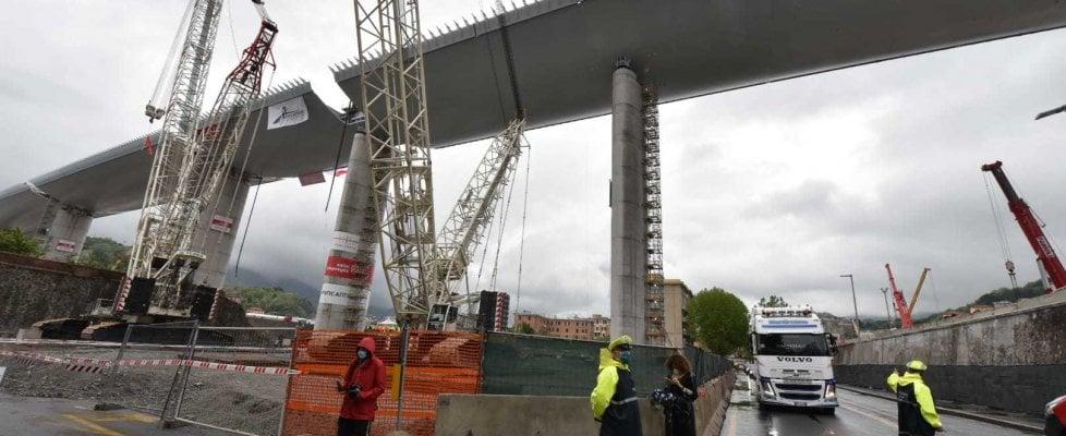 Suonano le sirene, Genova celebra il varo del nuovo ponte